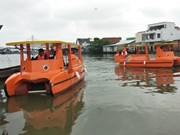 Emplea Vietnam barcos solares recolectores de basura en el río Mekong