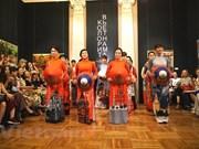 Fascina traje tradicional vietnamita al público ruso
