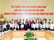 Premier vietnamita insta a la prensa a combatir las noticias falsas