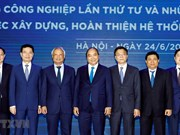 Insta premier de Vietnam a perfeccionar marco legal en medio de la revolución industrial