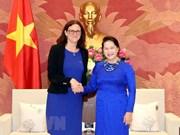 Dirigentes vietnamitas reciben a comisaria de comercio de la UE