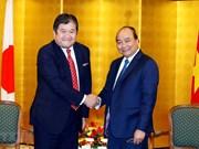 Primer ministro de Vietnam dialoga con ejecutivos de empresas japonesas