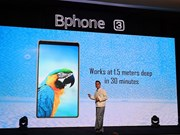 Presentan teléfonos móviles vietnamitas Bphone 3 en Myanmar
