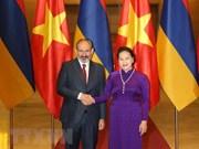 Presidenta parlamentaria vietnamita recibe al premier armenio