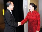 Presidenta de Asamblea Nacional de Vietnam se reúne con ejecutivos de empresas chinas