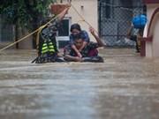 Salvan a turistas vietnamitas atascados por inundaciones en Nepal