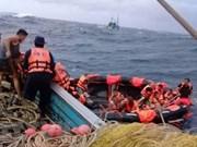 Mueren al menos dos personas tras naufragio en Indonesia