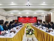 Premier laosiano recibe al ministro de Oficina de Gobierno de Vietnam