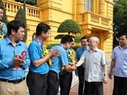 Máximo dirigente de Vietnam se reúne con representantes sindicales destacados