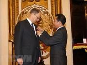 Otorga Vietnam Orden de Amistad al embajador de Alemania