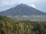 Alerta Indonesia peligro para la aviación por erupción del volcán Kerinci