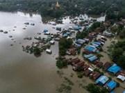 Decenas de miles de desplazados por inundaciones en Myanmar
