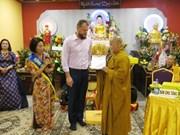 Festeja comunidad vietnamita en República Checa ceremonia budista de gratitud
