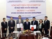 Firman documento de cooperación entre Vietnam y Japón para desarrollo de recursos humanos
