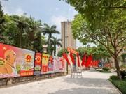 Calles de Hanoi se decoran con pancartas y banderas en saludo a las elecciones legislativas