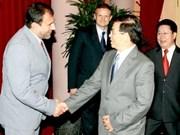 Presidente vietnamita con ejecutivos de Gtel Mobile