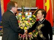 Dirigentes vietnamitas con canciller neozelandés
