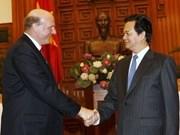 Premier vietnamita con director general de Microsoft