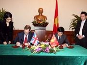 Firman plan de acción Viet Nam y Reino Unido