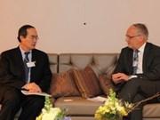 Actividades del vicepremier vietnamita en Suiza