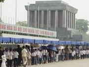 Aumentan visitantes a Mausoleo del presidente Ho Chi Minh