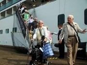 Aumentan turistas extranjeros en la bahía de Ha Long