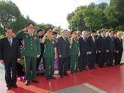 Dirigentes vietnamitas rindieron homenaje a héroes y mártires
