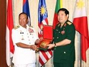 Ministro vietnamita de Defensa recibe a comandantes de ASEAN