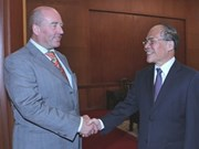 Recibe presidente parlamentario a salientes embajadores