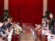 Vicepresidenta recibe a periodistas viet kieu