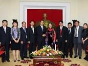 Dirigente vietnamita con delegación juvenil china