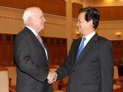 Dirigentes vietnamitas reciben a senadores estadounidenses