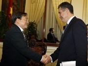 Vicepremier vietnamita recibe a subsecretario de Comercio de EE.UU.