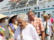 Fondean lujosos cruceros turísticos en Puerto Sai Gon