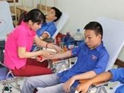 Miles de jóvenes vietnamitas donan sangre