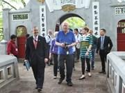Senador estadounidense concluye visita a Vietnam