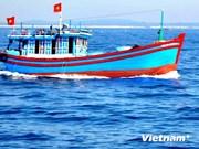 Respaldan a pescadores vietnamitas en construcción de barcos
