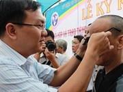 Ciegos en Hanoi reciben gafas digitales