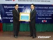 Banco vietnamita otorga becas a estudiantes cambodianos