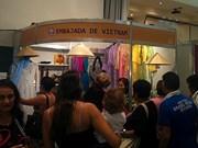 Artesanías vietnamitas presentes en feria en Argentina