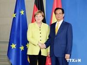 Gira por Europa de premier vietnamita copa prensa local