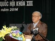 Dirigente partidista dialoga con votantes capitalinos