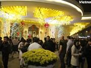 Vietnamitas dan bienvenida al Año Nuevo Lunar