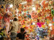 """""""Check-in"""" en calle Hang Ma con colores vibrantes del Festival del Medio Otoño 2020"""