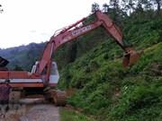 Vietnam persiste en encontrar a víctimas sepultadas por deslave en Tra Leng