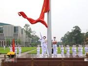 [Foto] Saludos a la bandera en la plaza Ba Dinh en 45 aniversario de la Reunificación Nacional