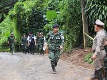 [Foto] Continúa operación de rescate a los restantes atrapados en cueva en Tailandia
