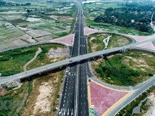 [Foto] Abrirá al tránsito la autopista Ha Long-Hai Phong en septiembre