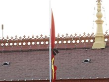 Vietnam iza bandera a media asta en señal de duelo por fallecimiento del presidente Tran Dai Quang