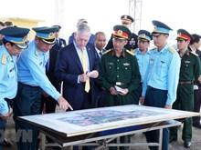 [Fotos] Secretario de Defensa de EE.UU. visita aeropuerto contaminado por dioxina en Vietnam